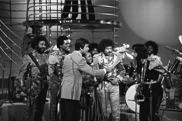 Clark interviews WAR @ American Bandstand, 1977